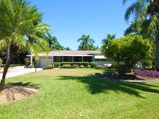Villa Tropical Garden - modern living in a beautiful traditional neighborhood