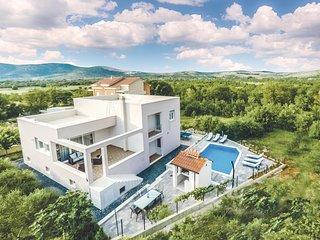 Beautiful home in Dugopolje w/ WiFi and 3 Bedrooms