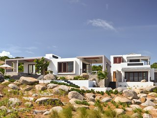 Bayhouse Villa -Modern Beachfront Villa, Pool, 180º Ocean Views, 3BR, 3.5BA