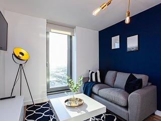 """""""Opulent Azure"""" - Luxury 1 Bed Apt FREE PARKING + GYM"""