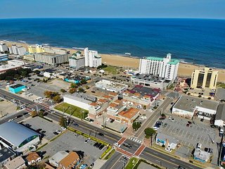 Stunning, 4 story, beach condo, w/ rooftop deck,1 block from beach