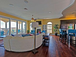 Luxury OceanView Home Just 2 Min Walk 2 Beach-3rd Floor Balcony to Entertain-20l