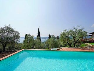 Splendida Villa con nuova piscina,  idromassaggio esterno, vista lago, AC, WIFI