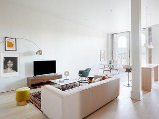 Sonder | Gravier Place | Hip 2BR + Balcony