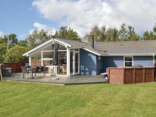 Nice home in Henne w/ Sauna, WiFi and 3 Bedrooms (P42117)