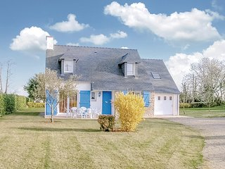 Stunning home in Concarneau w/ 3 Bedrooms (FBF427)
