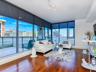 Luxurious 2 bedroom & 2 bathrooms - Best location in Downtown SD / Gaslamp