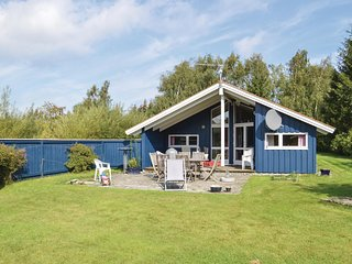 Nice home in Stege w/ Sauna, WiFi and 3 Bedrooms
