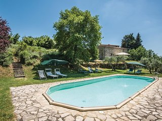 Beautiful apartment in Castellina in Chianti w/ WiFi, 2 Bedrooms and Outdoor swi