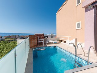 Beautiful home in Podstrana w/ WiFi and 3 Bedrooms