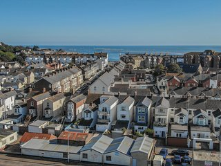 Sunnymead Penthouse, Exmouth - Estuary views and a stylish interior in one of De