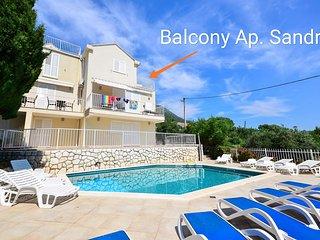 Modern,spacious 4 bedrooms ap. with pool