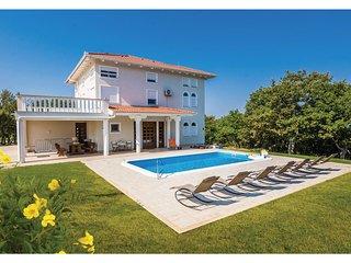 Nice home in Poljica w/ Outdoor swimming pool, WiFi and Outdoor swimming pool