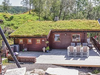 Stunning home in Lonevåg w/ 2 Bedrooms