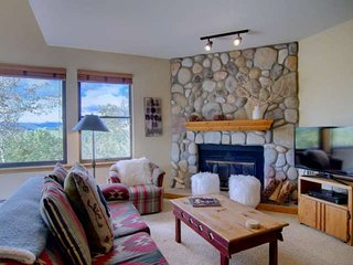 Ski Season Sale! Amazing Views, Free Private Shuttle, Close to All, Garage, Deck