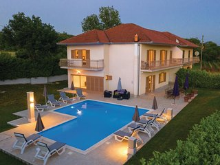 Stunning home in Bisko w/ WiFi and 5 Bedrooms