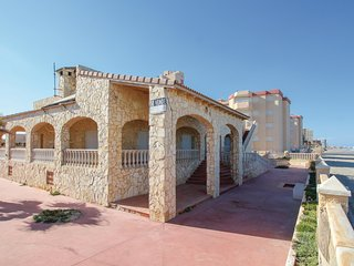 Amazing home in La Manga del Mar Menor w/ Jacuzzi, WiFi and 6 Bedrooms