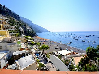 Positano Holiday Home Sleeps 4 with Air Con and WiFi - 5228298