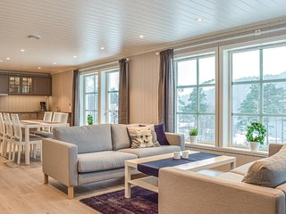 Amazing home in Tørvikbygd w/ 3 Bedrooms