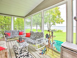 NEW! Houghton Lake Home w/Fire Pit, 2Mi to Marina!