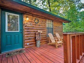 Serene Broken Bow Cabin w/ Hot Tub + Fire Pit