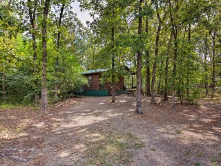 Cabin w/ Fire Pit - By Beavers Bend St. Park!