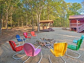 NEW-Broken Bow Cabin: Hot Tub+Gazebo, Pet-Friendly