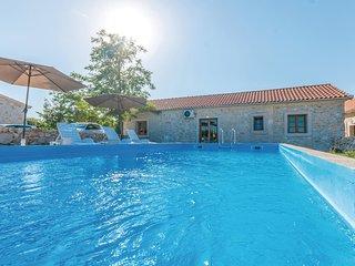 Nice home in Lisane Tinjske w/ Outdoor swimming pool, Outdoor swimming pool and