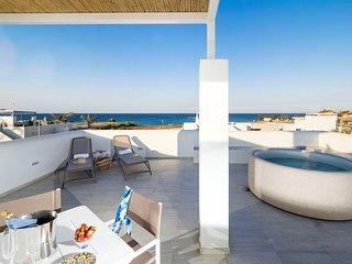 Noto Villa Sleeps 4 with Pool and Air Con - 5813769
