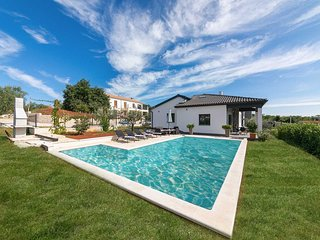 2 bedroom Villa with Pool, Air Con and WiFi - 5813843