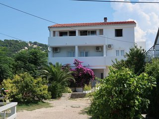 3 bedroom Apartment with Air Con, WiFi and Walk to Beach & Shops - 5792760