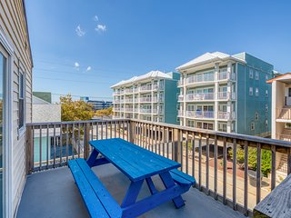 Ocean-view condo conveniently placed near beach, shopping, and dining!
