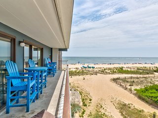 Beachside condo w/great ocean views - small dogs welcome!