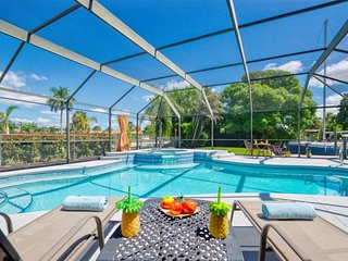 Delido - RECENTLY REMODELED Home Sleeps 8, Pool Table & Hot Tub - Pet Friendly -