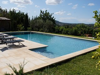 Villa with amazing view plenty of land and pool, inside Campanet