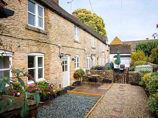 Primrose Cottage is a beautiful Cotswold stone cottage, with a lovely courtyard