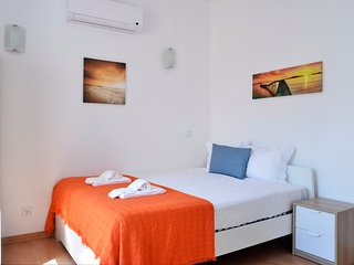 Oeiras 4 - beach 2BR, 15 min from Cascais and Lisbon