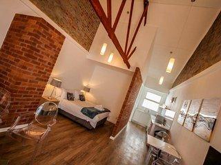 Comfy, Stylish Studio Apartment With Sea Views