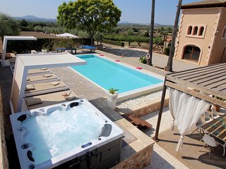 LUXURY HIGH STANDARD VILLA CAN LAU WITH PRIVATE POOL&JACUZZI A DREAM COME TRUE