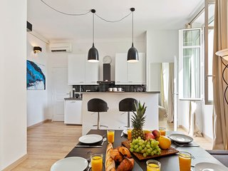 Charming apartment  in the heart of Cannes w/ free wifi & AC!