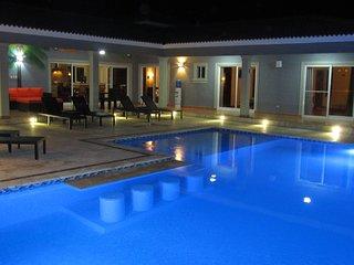CASA COCO-GRANDE Premium 4 Bedroom / 6 Bathroom at Residential Casa Linda
