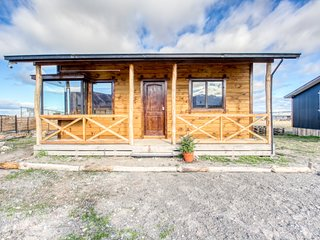 Rustic and secluded cabin in Puerto Natales w/beautiful mountain views!