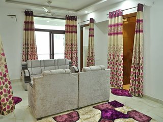 Rishikesh Apartment Sleeps 6 with Air Con and WiFi - 5814113