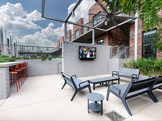 Urban Family Vacation: 2BR Condo with Amenities