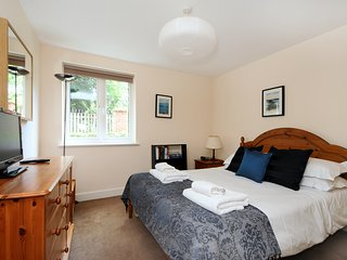 Serviced Two-bedroom apartment in Headington (oxsfbr)