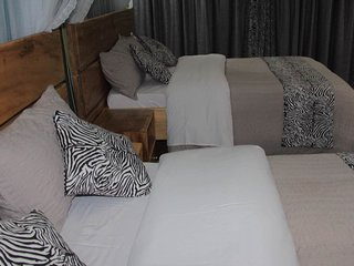 Kisubi Family Cottage 2 Queen beds