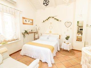 Villino monolocale 'Il Gelsomino' con giardino privato e minipiscina idromassagg