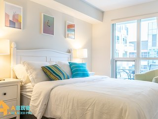 DT TORONTO MOST DESIRED LUX SUITE | 2BEDS | 1 BATH