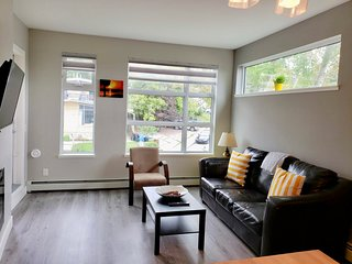 Cozy condo in Bridgeland w rooftop patio and walking distance to downtown