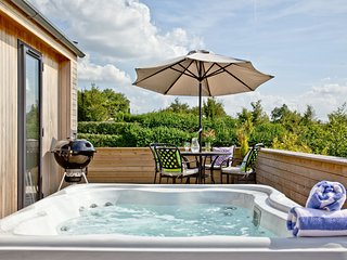 Mulberry Lodge, Strawberryfield Park, Cheddar - A luxurious hot tub lodge